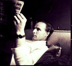 • Candids of Marlon Brando Circa 1960's #Brando #reading Hollywood Actresses, Actors & Actresses, Jean Simmons, Gene Kelly, Vivien Leigh, Marlon Brando, Actress Christina, Rachel Mcadams, Steve Mcqueen