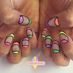 Aug 2016 - Valamiért a navy-t mindig arannyal képzelem el, de jajj milyen jól mutat ezüsttel is! De jó ez a valami! :D Márván. Neon Nail Art, Neon Nails, Music Festival Nails, Negative Space Nails, Gorgeous Nails, Nails Inspiration, Prom Hair, Hair And Nails, Manicure