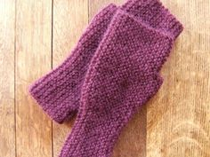 This collection of garter stitch knitting patterns shows a range of things you can do--even knit a blanket!--if you know how to make the knit stitch. Diy Knitting Projects, Easy Knitting Patterns, Knitting Stitches, Free Knitting, Sewing Crafts, Crochet Patterns, Yarn Projects, Knitting Tutorials, Yarn Crafts