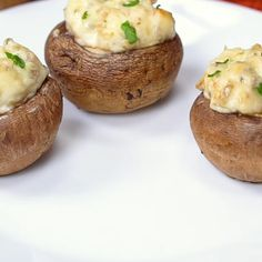 Classic Stuffed Mushrooms with a creamy cheesy filling including garlic and parmesan cheese get baked until the tops are lightly golden and delicious! Mexican Food Recipes, Vegetarian Recipes, Cooking Recipes, Healthy Recipes, Vegetarian Appetizers, Burger Recipes, Veggie Dishes, Vegetable Recipes, Side Dishes