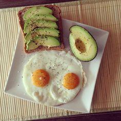 healthy breakfast - eggs, avocado, whole wheat toast Healthy Egg Breakfast, Health Breakfast, Perfect Breakfast, Breakfast Ideas, I Love Food, Good Food, Yummy Food, Healthy Snacks, Healthy Eating