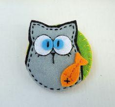 Meia Lua: pregadeira Felt Owls, Felt Cat, Felt Animals, Ornament Crafts, Felt Ornaments, Felt Keychain, Felt Bookmark, K Crafts, Christmas Embroidery Patterns
