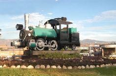 ferrocarril de Cucuta. HISTORIA : El Ferrocarril actualmente no funciona, pero se le rinde un tributo con un monumento que se encuentra ubicado en frente del Terminal de Transporte en la vía hacia el Aeropuerto Internacional Camilo Daza.