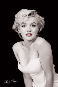 A classic portrait poster of iconic Hollywood actress Marilyn Monroe with a lovely color accent on her red lips! Check out the rest of our fabulous selection of Marilyn Monroe posters! Need Poster Mounts. Pop Art Marilyn, Fotos Marilyn Monroe, Marilyn Monroe Movies, Marilyn Monroe Poster, Marilyn Monroe Wedding, Celebrity Moms, Celebrity Photos, Celebrity Wallpapers, Miss Monde