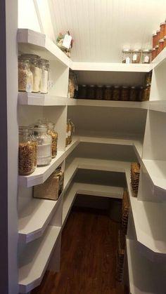 Un beau #cellier bien aménagé ! #maison #appartement http://www.m-habitat.fr/transformation/extension/creer-un-cellier-dans-une-maison-3470_A