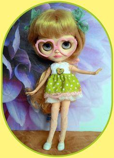 8 pieces Blythe outfit* dress* shoes* eyeglasses* sock* pendant* dress hanger*