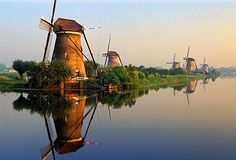 Mill Network at Kinderdijk-Elshout, Municipalities of Alblasserdam and Nieuw-Lekkerland, Province of Zuid-Holland, Netherlands. Inscription in 1997. Criteria: (i)(ii)(v)