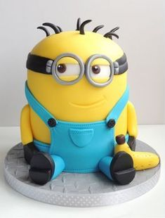 Guest contributor Caroline Day of CakeLush shares with us her step by step guide to making this amazing Despicable Me inspired minions cake. You might try, but there is no… (cake making step by step) Minion Cake Tutorial, Despicable Me Cake, Minion Cakes, Happy Birthday Minions, Gateaux Cake, Minion Party, Cakes For Boys, Kid Cakes, Novelty Cakes