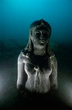 The Lost City of Heracleion: Lost Egyptian City Revealed After Years Under Sea. The ruins of the lost city were found 30 feet under the surface of the Mediterranean Sea in Aboukir Bay, near Alexandria. Ancient Egyptian Cities, Ancient Ruins, Egyptian Art, Ancient Artifacts, Ancient History, Egyptian Queen, Egyptian Mythology, Ancient Greek, Underwater City