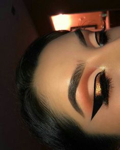 "💛🍂🍁FALL VIBES 🍁🍂💛 Makeup Deets 👇 Eyebrows Eyes gold pigment Lashes style ""fly"" Face Primer / Foundation / Concealer gold pigment for highlight Makeup Goals, Makeup Inspo, Makeup Art, Makeup Inspiration, Makeup Tips, Beauty Makeup, Glam Makeup, Makeup On Fleek, Cute Makeup"
