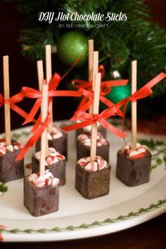 DIY hot chocolate sticks would be a simple and yummy homemade gift  #homemadegift #neighborgift