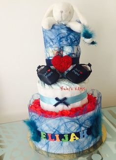 Gateau de couches bleu et rouge. Blue and red diaper cake. Great for Baby Shower