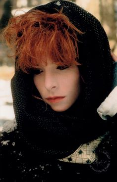 Mylène Farmer  1987 - Tristana - French Pop Music, Patricia Arquette, Robin Wright, Winona Ryder, Music Icon, Beautiful Celebrities, Green Eyes, Concert, Redheads