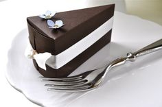 Chocolate cake favor boxes with blue flowers