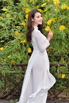 Vietnam Costume Oriental Fashion Tights Outfit New Dress Slit Dress Traditional Outfits Dress Collection Ao Dai Nice Dresses Vietnamese Traditional Dress, Vietnamese Dress, Traditional Dresses, Trendy Dresses, Tight Dresses, Nice Dresses, Fashion Dresses, Ao Dai, Chiffon