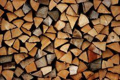 Sia che si brucia legno in un caminetto, stufa o forno, la buona legna da ardere di qualità è la chiave della convenienza, efficienza e sicurezza.
