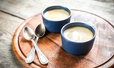A baba de camelo ou mousse de leite condensado é uma sobremesa super rápida de fazer e que é a maneira perfeita de terminar uma refeição de festa.