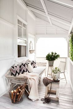 white porch via La La Lovely. #porch #white