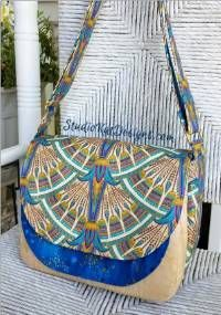 The Flaptastic Bag features roomy front pocket storage secured with a sew-in magnet. It is the perfect place to store your sunglasses and smart phone PLUS Bag Patterns To Sew, Sewing Patterns, Sewing Ideas, Bags Sewing, Diy Tote Bag, Tote Bags, Diy Bags, Diy Handbag, Hobo Bag