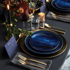 This tableware would really go with my starry theme and it's really simple. There are no steak knives because I don't want anything on the menu that would require one. I like the wine glasses there for the adults.