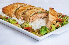 Filet de saumon et légumes à la chinoise en papillote de phyllo #recettesduqc #ArcticGardens #saumon Consultez les recettes au http://www.recettes.qc.ca/profils_sante/recettes-rapides-faciles-et-sante-avec-les-legumes-surgeles