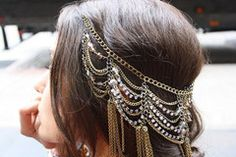 Love these hair chains (forehead headband updo) Pretty Hairstyles, Wedding Hairstyles, Braided Hairstyles, Hair Chains, Body Chains, Head Jewelry, Hair Jewellery, Hair Jewels, Diy Jewelry