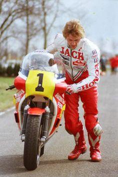 Jack Middelburg ( Tolbert 1984 ) even got his head down pushing the Honda Grand Prix, Motogp Race, Motorcycle Racers, Honda Motors, Cafe Racer Bikes, Vintage Race Car, Racing Motorcycles, Road Racing, Sport Bikes