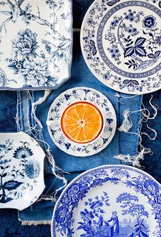 This is the central idea piece for my dream kitchen/dining room. I love blue china and would love to collect eclectic pieces for my someday home! Blue And White China, Love Blue, Blue Orange, Delft, Tables Tableaux, White Dishes, White Plates, Blue Plates, Orange Plates
