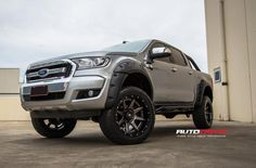 FORD RANGER RAMPAGE ANTHRACITE CENTRE GLOSS BLACK LIP