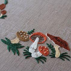 * きのこのこのこ * ひと雨ごとに増殖中 * * #embroidery #yumikohiguchi #mushrooms #樋口愉美子 #樋口愉美子の季節のステッチ #ミセス10月号掲載 #きのこのリース #今4つ
