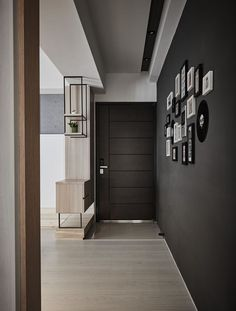 Beautiful entry. Like the divider and the horizontal lines in the door.- THINKING DESIGN | 90PERCENT BLACK http://itz-my.com