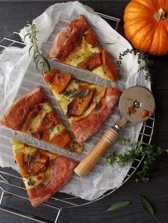 Pizza vegetariana di barbabietola con zucca e scamorza affumicata
