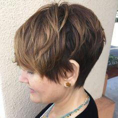 Pixie Haircut For Mature Women - Frisuren 2018 Chic Short Hair, Long To Short Hair, Short Hair With Layers, Short Hair Cuts, Pixie Cuts, Short Sassy Haircuts, Haircuts For Fine Hair, Hairstyles Haircuts, Pixie Haircuts