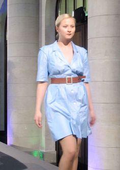 Amanda in einem hübschen Sommerkleid von Queen - erhältlich im FAIR QUEEN Online Shop