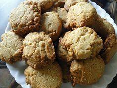 La meilleure recette de Biscuits au miel et à la cardamome! L'essayer, c'est l'adopter! 0.0/5 (0 votes), 0 Commentaires. Ingrédients: 200 g (7 oz) de beurre, 150 g (2/3 de tasse) de sucre, 3 c.à soupe de miel, 250 g (2 tasses) de farine, 1 c.à café de levure chimique, 80 g (3/4 de tasse) d'amandes moulues, 2 c. à café de cardamome en poudre, du sucre  glace pour saupoudrer éventuellement les biscuits cuits