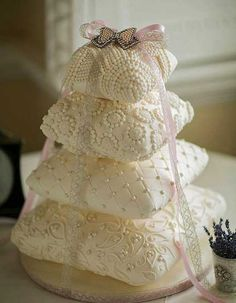 What a great cake! Love this cake Wedding Cakes x www. Roses Wedding Cake Love this cake. Luxury Wedding Cake, Beautiful Wedding Cakes, Gorgeous Cakes, Pretty Cakes, Cute Cakes, Amazing Cakes, Cake Wedding, Unusual Wedding Cakes, Ivory Wedding