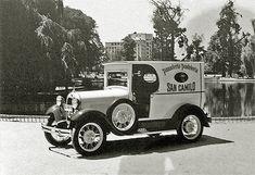 """URBATORIVM: PANADERÍA """"SAN CAMILO"""": TRADICIONES CULTURALES Y PATRIMONIALES PARA LA HISTORIA DE UNA ESQUINA Y DE UN BARRIO Antique Cars, Memories, Antiques, Soda Fountain, Trucks, Cars, Autos, Old Photography, Vintage Cars"""