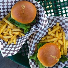 Hoy almorzamos hamburguesas 🍔🍟