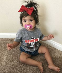 The only thing cuter than this little girl is her pony! #littleellarae #babygirl #bow #hairbow #ponytail #toddlerlife #toddlergirl #girlmom #crazyhair #toddlerstyle #toddleroutfits