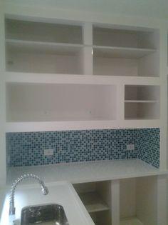 Móveis de Alvenaria – Benefícios, Modelos e Cuidados New Kitchen Designs, Kitchen Room Design, Home Decor Kitchen, Rustic Kitchen, Kitchen Interior, Home Kitchens, Decorating Kitchen, Dirty Kitchen, Concrete Kitchen