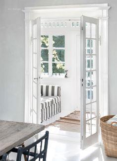 I want a sun porch, so very badly.