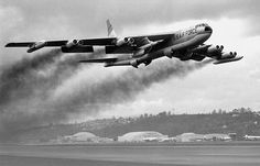 A Boeing Stratofortress bomber takes off. Note the Hound Dog missiles (a supersonic, jet propelled, air-launched cruise missile) loaded on the inboard wing pylons. Military Jets, Military Aircraft, Fighter Aircraft, Fighter Jets, Photo Avion, B 52 Stratofortress, Strategic Air Command, Cruise Missile, Air Festival