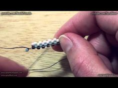Peyote Stitch Tutorial: how to start a flat odd count peyote stitch beadwork | Beading tutorial
