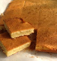 Brownie de Plátano y Chocolate Blanco.  http://frivolidadesdelkioscodelparque.blogspot.com.es/2013/04/brownie-de-platano-y-chocolate-blanco.html