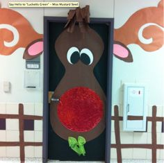 Gingerbread Door Decorating Ideas | Reindeer door from Homerevo