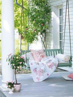 Be Inspired by the Most Sought After Outdoor Living Look: The Porch Swing Shabby Chic Veranda, Shabby Chic Porch, Shabby Chic Kitchen Decor, Shabby Chic Garden, Porche Shabby Chic, Summer Porch Decor, Veranda Design, Decoration Shabby, Shabby Chic Zimmer