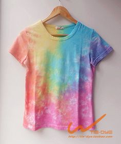Diy Tie Dye Shirts, Tie Dye Tops, Tye Dye, Camisa Hippie, Tie Dye Party, Pride Outfit, Tie Dye Outfits, Tie Dye Patterns, Crop Top Shirts