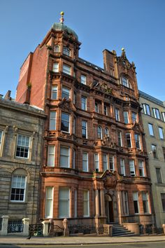 Architect: Robert A Bryden, Free classical office building. Scotland History, Glasgow Scotland, Kingdom Of Great Britain, Victorian Architecture, Beautiful Buildings, Best Cities, British Isles, Destruction, Homeland