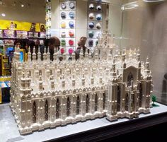 Buongiorno #Milano Giochiamo con il Lego? Foto di Alberto Longhi #Milanodavedere Milano da Vedere