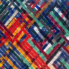Woven construction fence in downtown Cincinnati. This is exactly the kind of artistic intervention I love! It's simple — just colorful strips of nylon woven semi-regularly into a chain link fence. Fence Art, Diy Fence, Fence Ideas, Fence Garden, Fence Weaving, Basket Weaving, Art Public, Cincinnati Art, Natural Fence